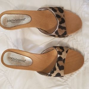 DOLCE AND GABANNA  LEOPARD WEDGE SIZE 39